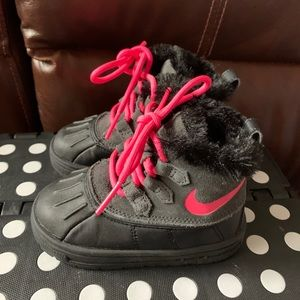 Nike toddler snow boots